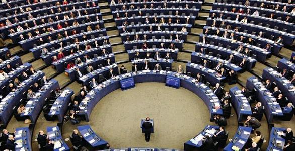 <strong>专访:欧加自贸协定是对贸易保护主义的反驳——访欧洲议会对加拿大关系代表团主席贝恩德·科梅尔</strong>