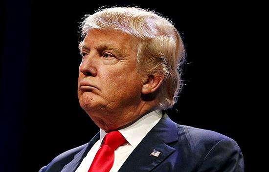 美国总统特朗普签署限制移民行政令