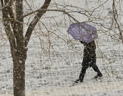 雪天路滑 老年人跌倒怎么办?
