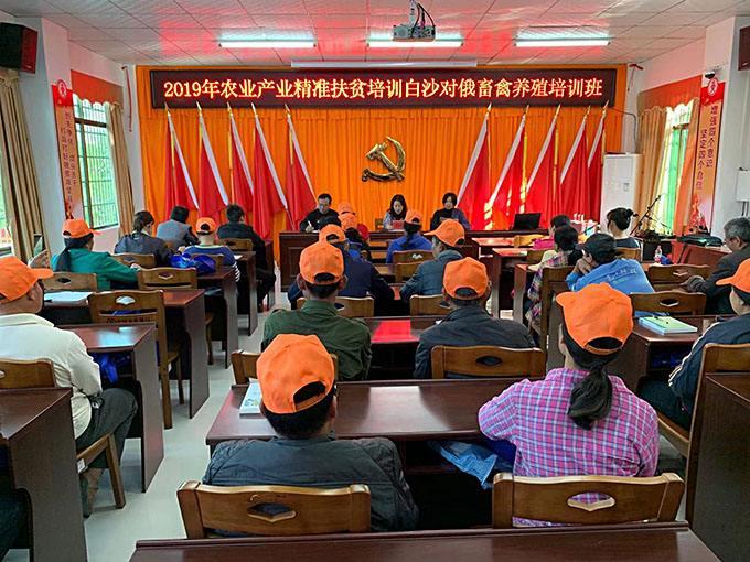 海南:生态产业鼓钱袋 电视夜校富脑袋
