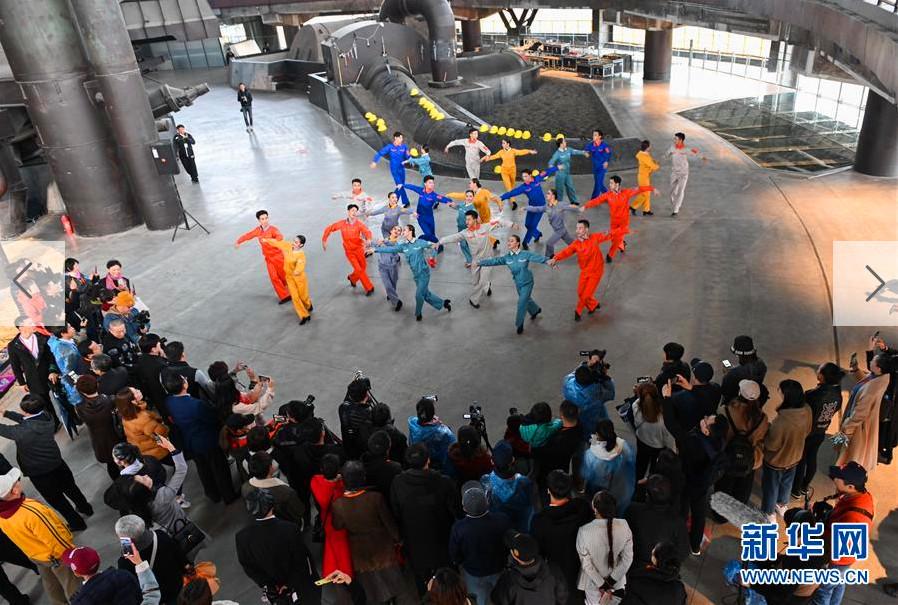 """北京:首钢园里的""""环境舞"""