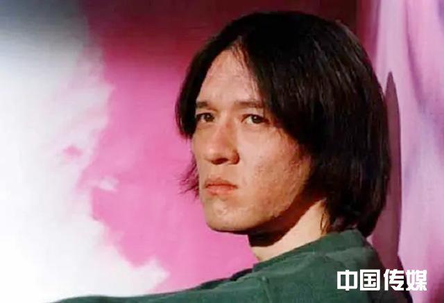 巩俐同班同学,前妻伍宇娟,与周迅相恋一年多,43岁坠楼身亡可叹