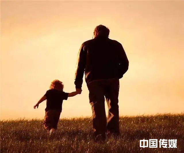 世界上最好的人是爸爸,最孤独的人也是爸爸!