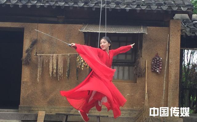 """看完TVB这部剧才知道,原来特技""""吊威亚""""是这么来的"""